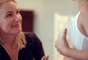 Brustvergrößerung durch Brustimplantate bei Dr. Berkei